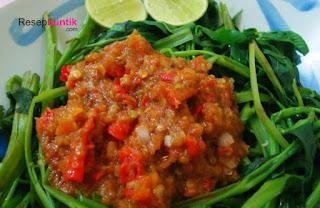 Berbagi resep sayur yaitu berbahan dasar kangkung, pelecing kangkung, cara membuat plecing kangkung, pelecing kangkung yang terkenal yaitu plecing kangkung lombok dan bali