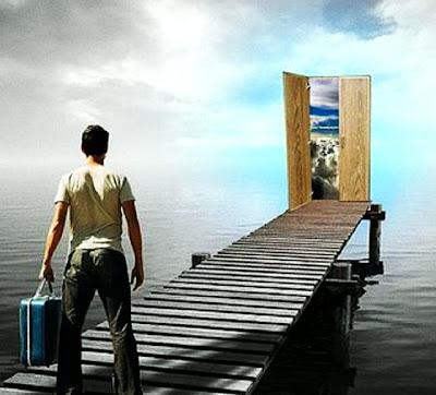 Eis a porta - A felicidade está agachada atrás da porta