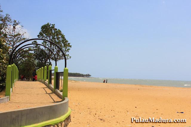 Obyek Wisata Pantai Nepa di Kabupaten Sampang