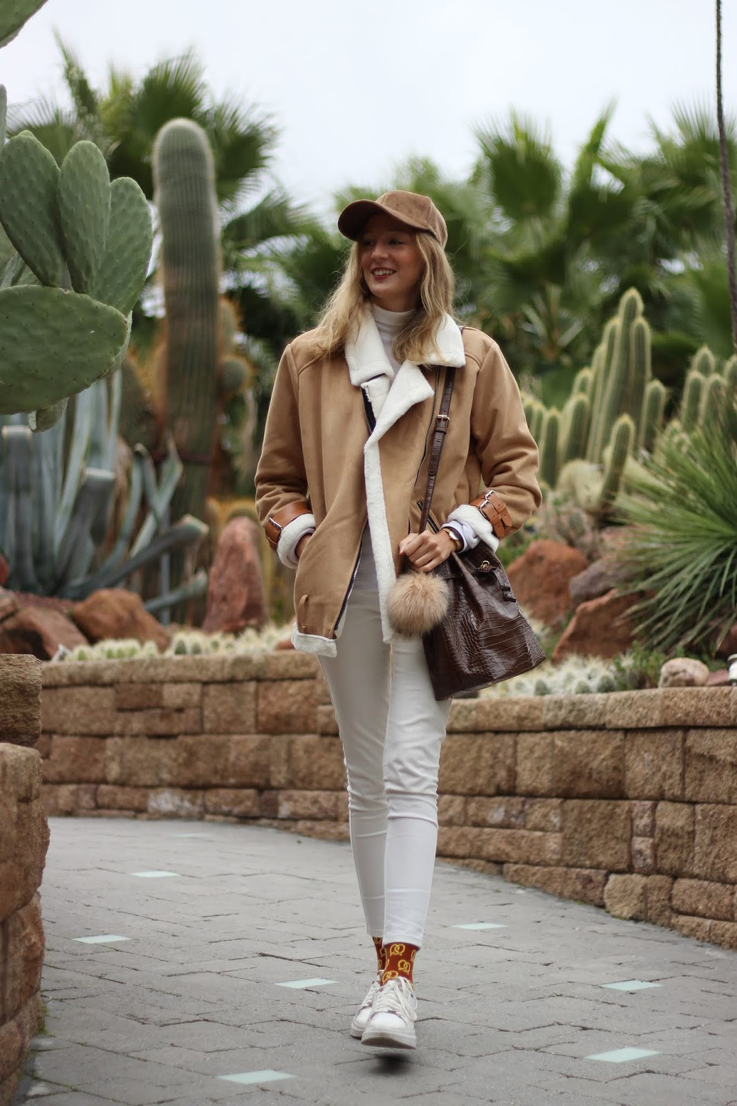 white and camel street style look cocodrile bag aviator jacket happy socks