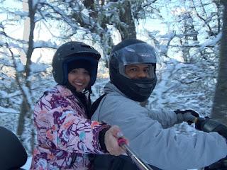 Subida do cerro pilotando snowmobile do passeio ao El Refugio Arelauquen - Bariloche