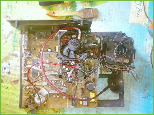 Mesin TV Terbakar Gosong Akibat Bocornya Tegangan HV Flyback