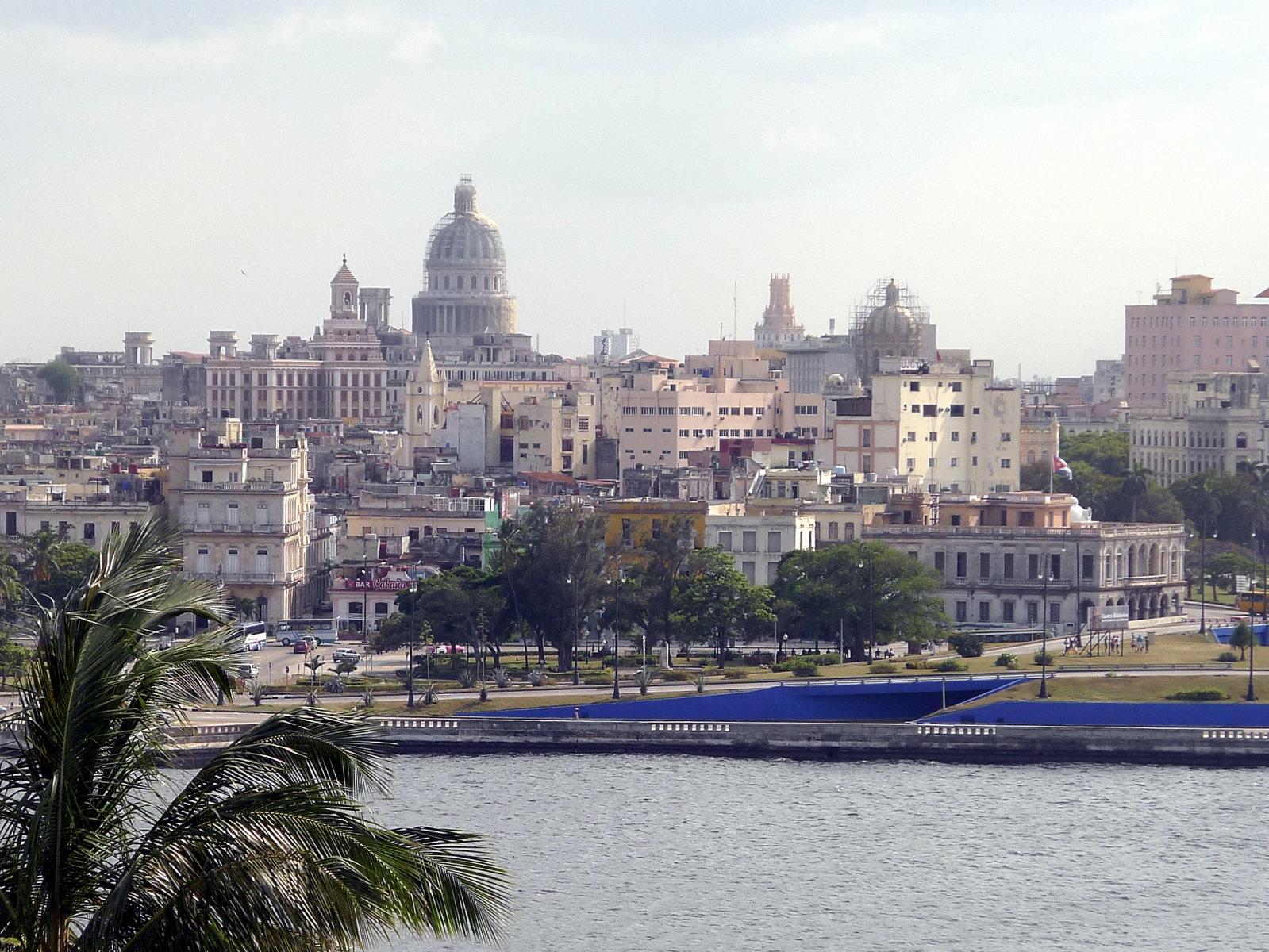 Skyline Havannas mit Kapitol und Bacardi-Gebäude