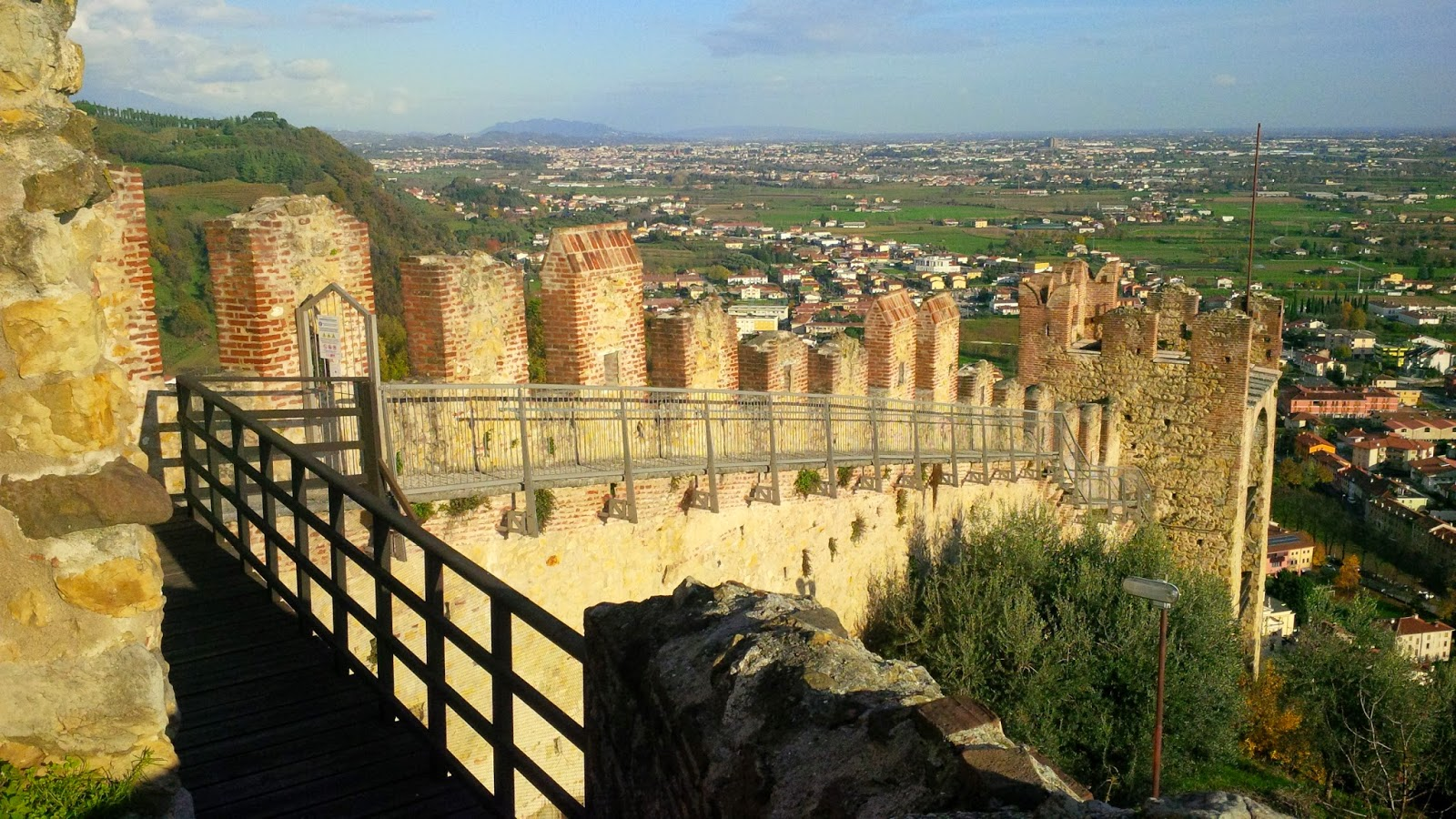 The defensive walls of Marostica - Veneto, Italy - www.rossiwrites.com