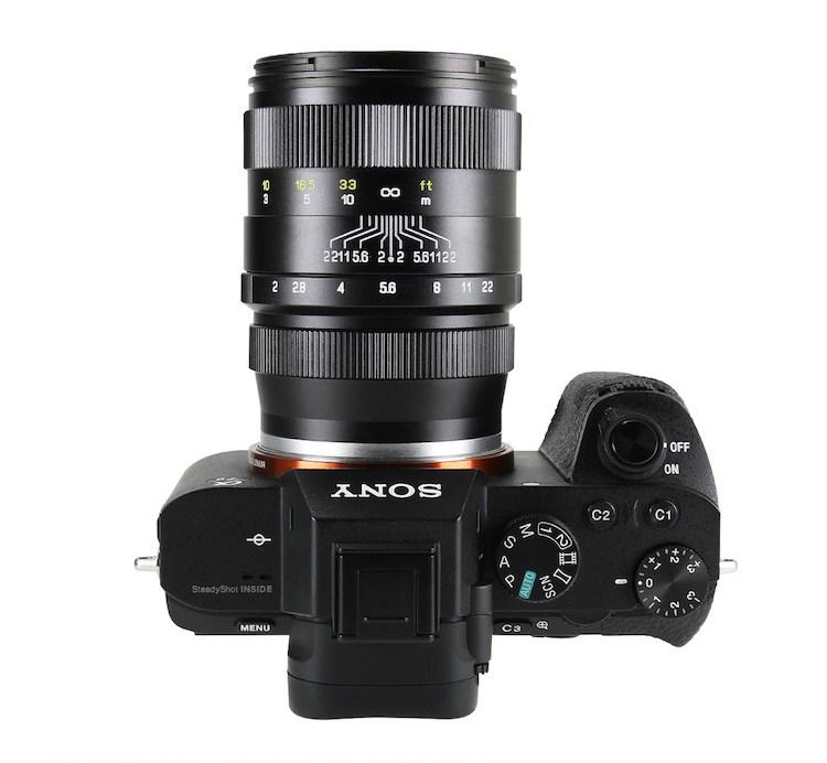 Объектив Zhongyi Mitakon Creator 85mm f/2, на камере Sony A7S II