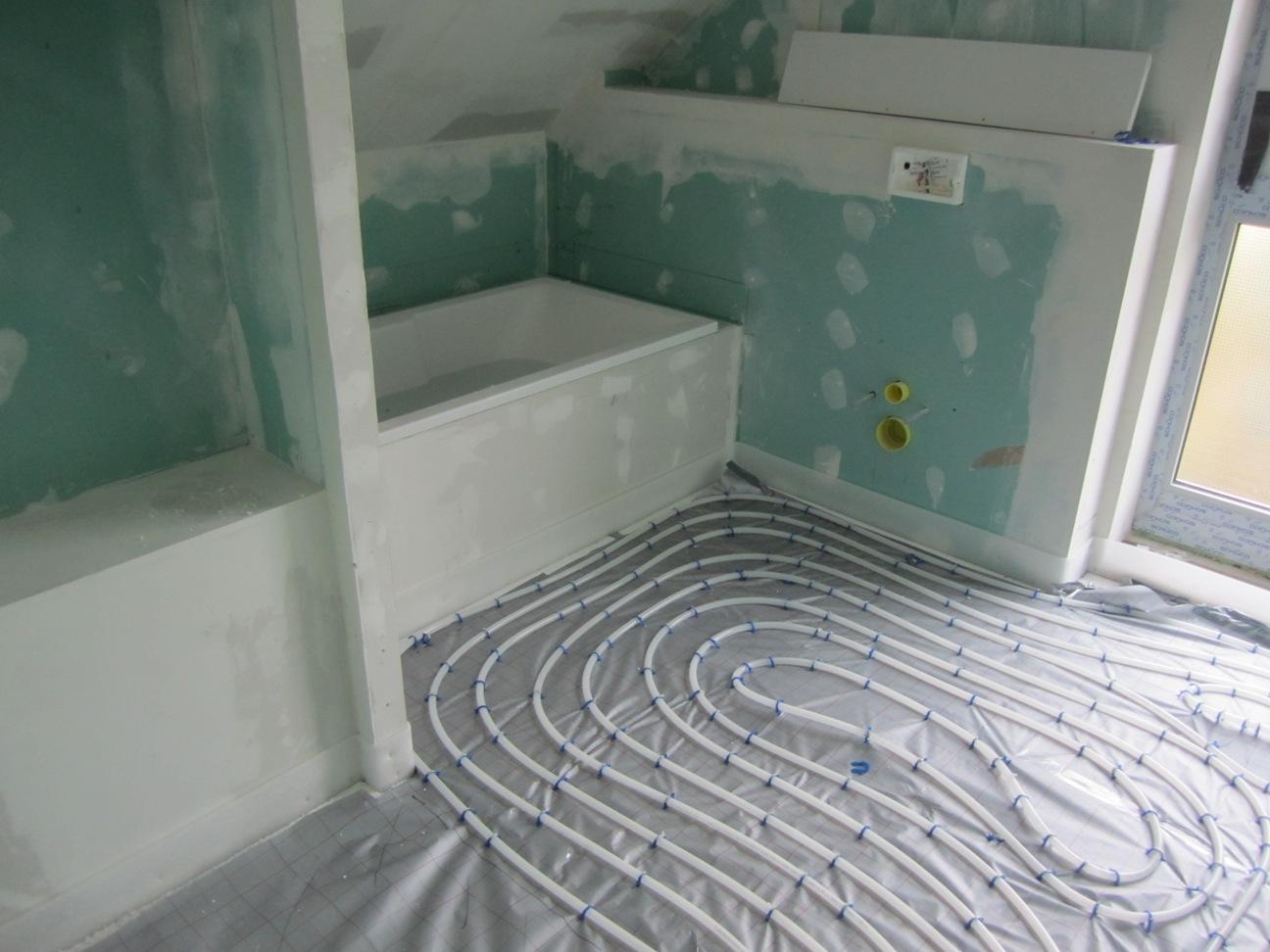 rechte dachschraeger mit dusche versehen