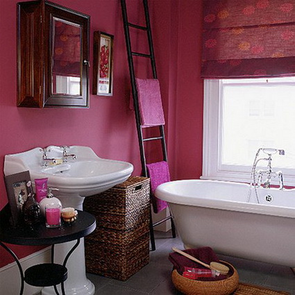 Bathrooms With Lots of Color 7