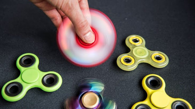 La mujer que inventó el Fidget Spinner, el juguete más vendido, no tiene dinero para llegar al mes