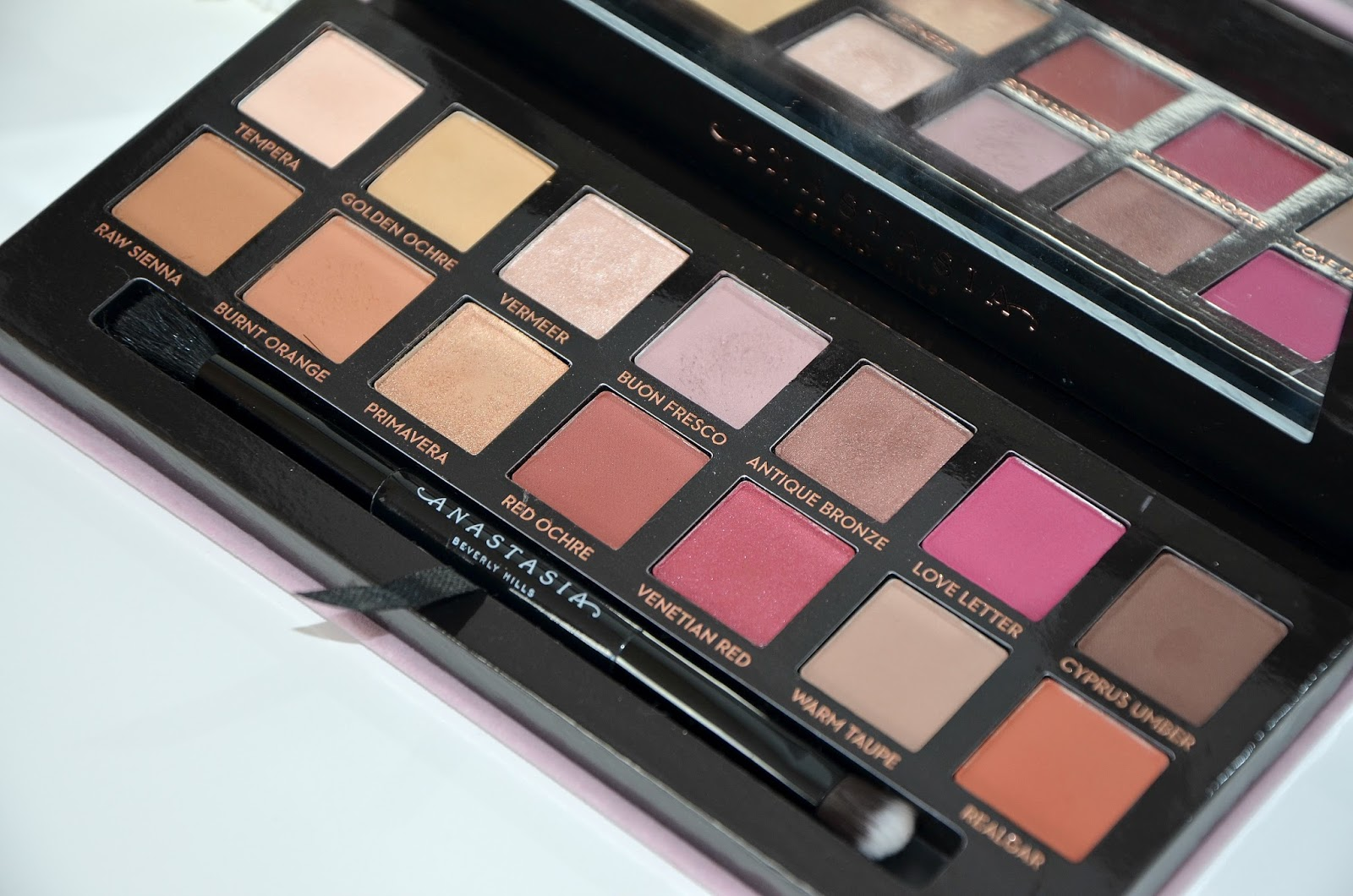 Anastasia Beverly Hills ABH modern renaissance eyeshadow palette fourteen shades from neutral to berry tones
