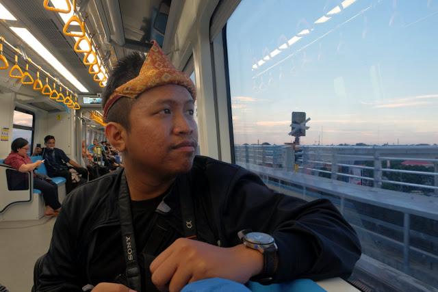 Naik LRT di Palembang