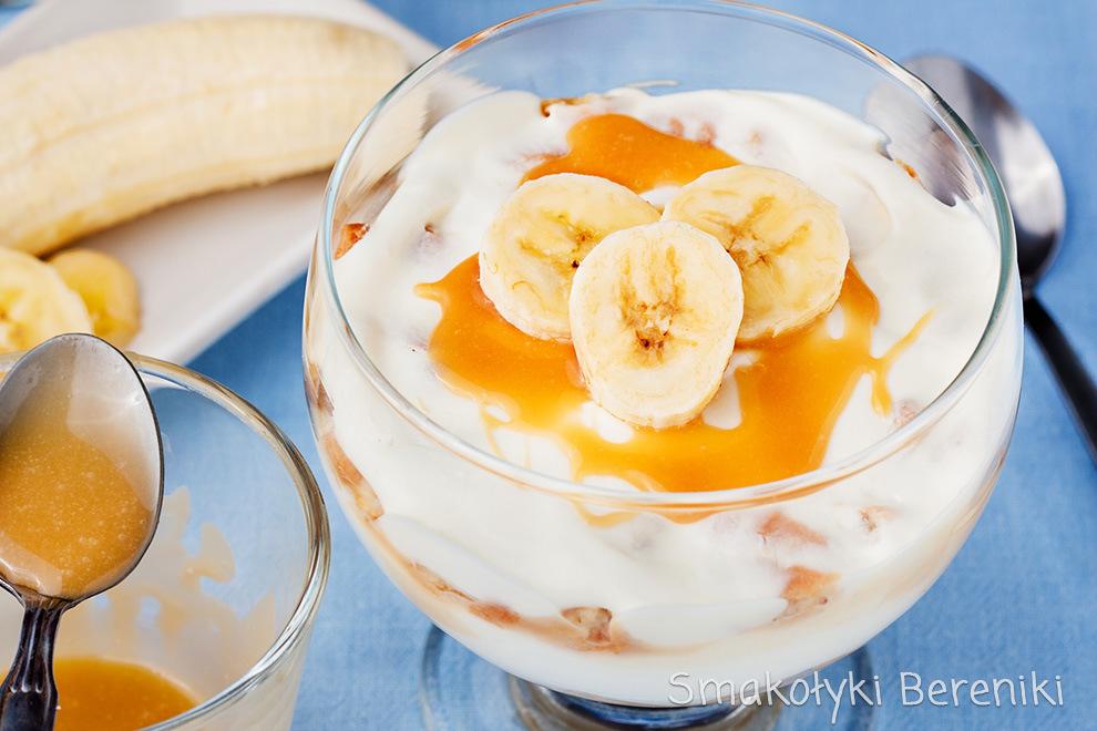 Deser z kremem bananowym i karmelem