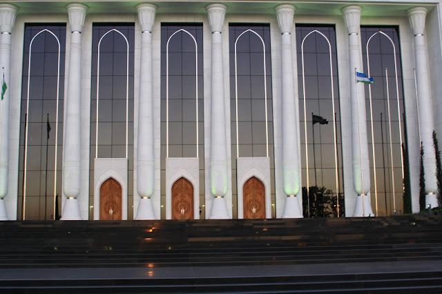 Ouzbékistan, Tachkent, Palais des Congrès, Place Amir Timur, © L. Gigout, 2010