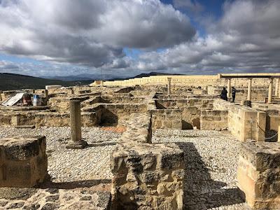 Restos antigua ciudad en la Fortaleza de la Mota