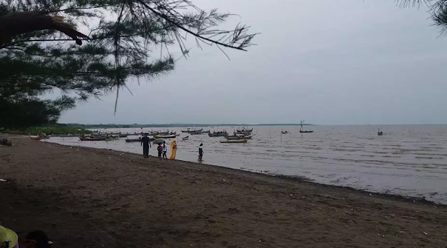 Keindahan Pantai Tambak Bahak