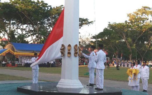 Wakil Bupati Kep. Selayar, Irup Upacara Penurunan Bendera,  HUT Ke 72 Kemerdekaan RI