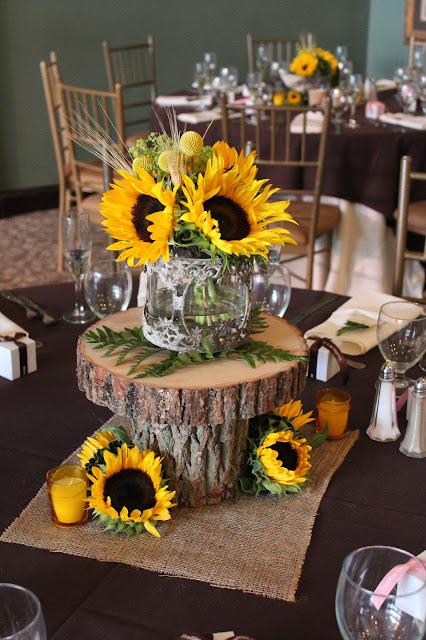 Savannah S Garden Kristin S Fall Sunflower Wedding At Running Deer Golf Club