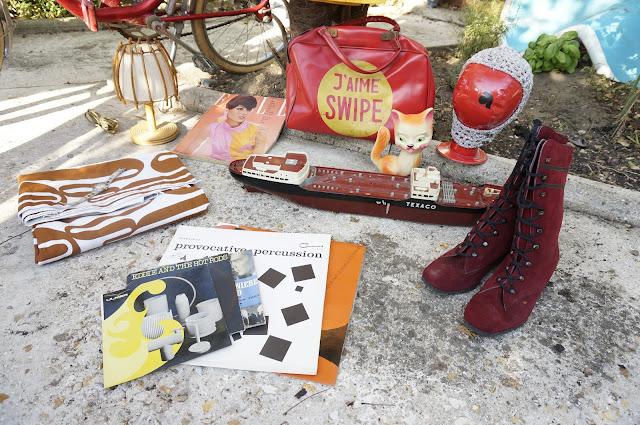 """un sac """"J'aime Swipe"""" , du tissu des années 70 , une lampe en rotin, un magazine Elle , des disques ( Eddie and The Hot Rods <3 ) , un pouet chat , une montre , un paquebot Texaco de 1961 ... et encore une fois , j'ai oublié les escarpins vernis de la première photo .  60s suede gogo boots bottes bonnet space age a 70s gymbag , 1970s abstract fabric , Texaco toy tanker , records , squeeze cat toy , Elle 60s mag , rattan desk lamp , silver space age hood"""