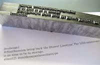 Linotipte hazırlanmış kurşun bir yazı dizgisi ve kağıda basılmış hali