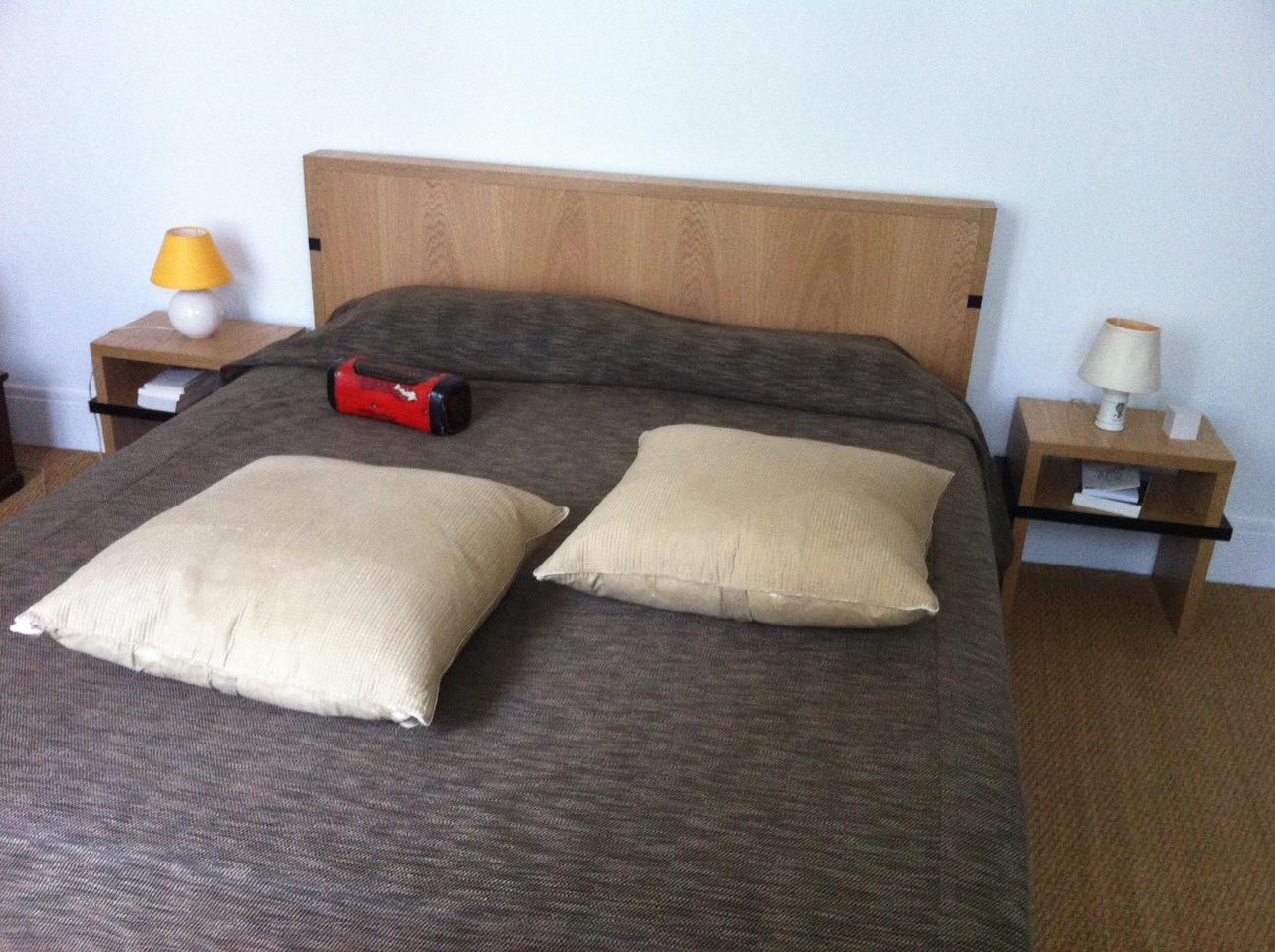 labo voluptas eb nisterie t te de lit et tables de chevet. Black Bedroom Furniture Sets. Home Design Ideas