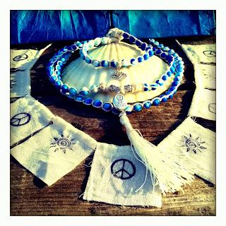 https://www.etsy.com/listing/231908201/prana-gift-set-108-mala-lotus-bracelet?ref=shop_home_active_6