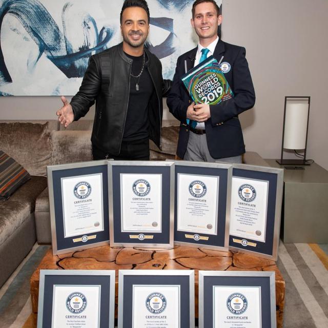 Luis Fonsi logra siete récords Guinness