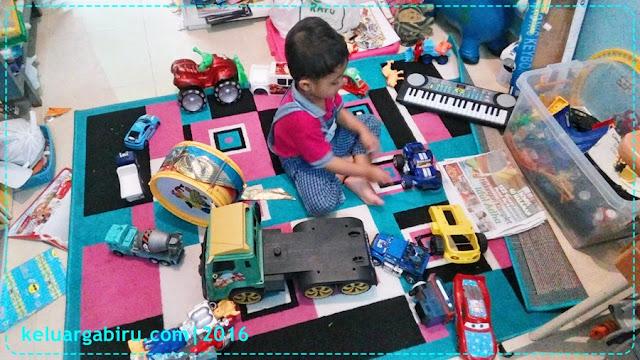 6 Tips Mengajak Anak Merapikan Mainan