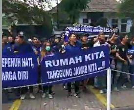 Viking Campus Gelar Aksi Damai di Markas Persib Bandung