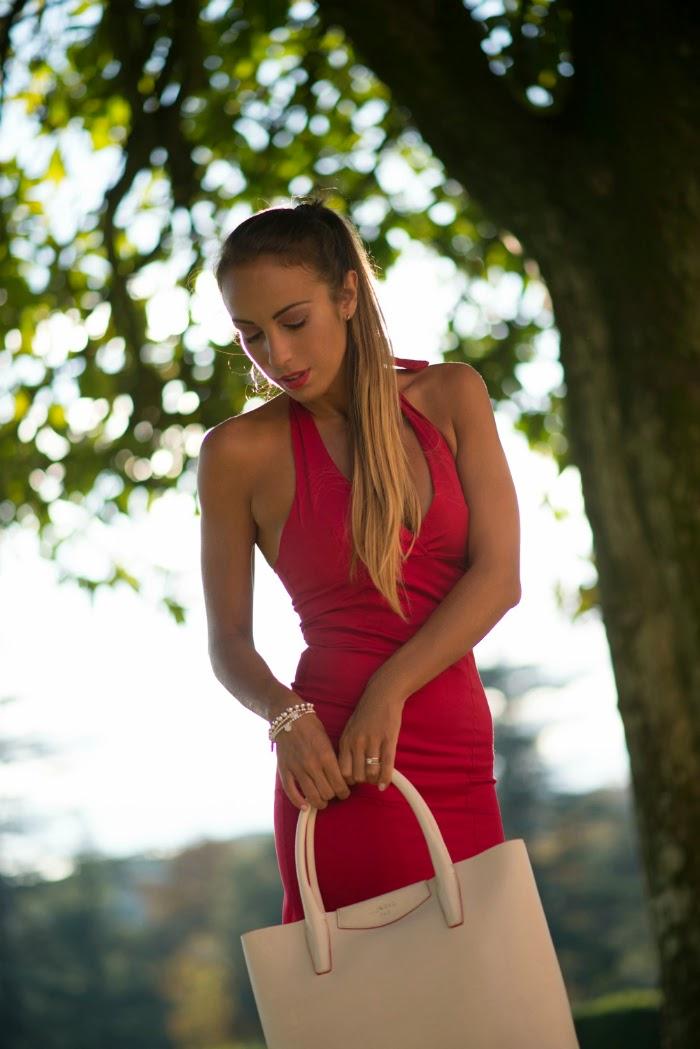 buy popular f8587 64de2 Un outfit in bianco e rosso per lo shooting Lux Bag