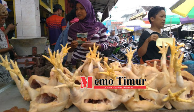 Pedagang ayam di Pasar Baru Lumajang