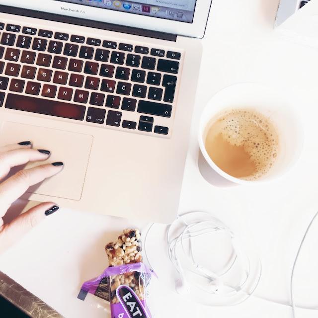 GrinseStern, office, workspace, blogger, bloggerlife, coffee, weiterbilung, grinsestern blog
