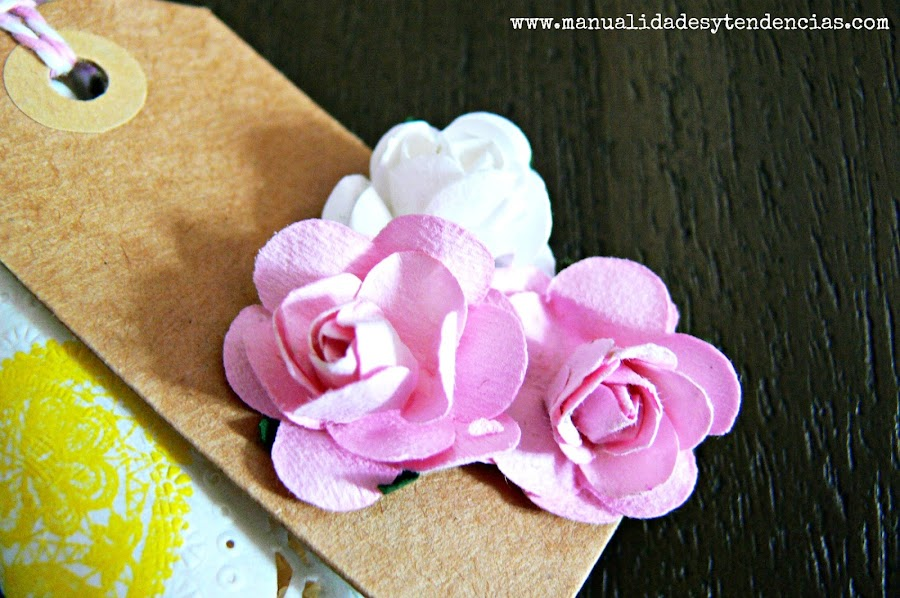 Etiqueta kraft diy decorada con flores