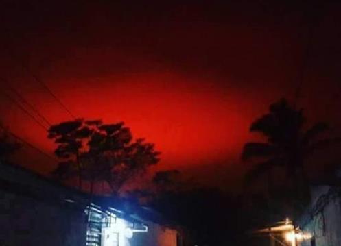 Misteriosa cor vermelha surgiu no céu de El Salvador