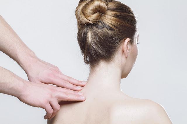 cara menghilangkan jerawat punggung dengan cepat dan alami
