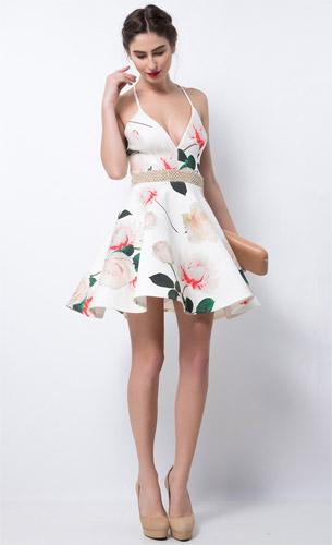 Lança Perfume coleção Alto Verão 2017 vestido curto lady like bordado de festa