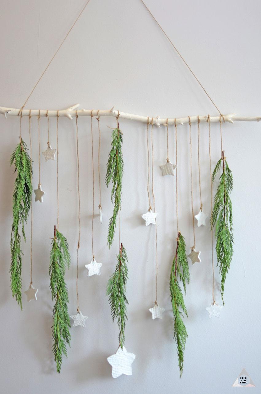 decoración navideña con pasta de modelar y ramas