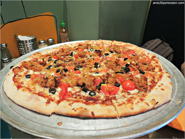 Ruta Gastronómica por Salem: Pizzas en Flying Saucer Pizza