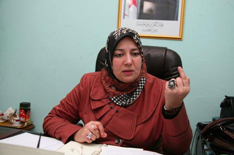 Naima Salhi réagit et (re)crache son venin sur la Kabylie
