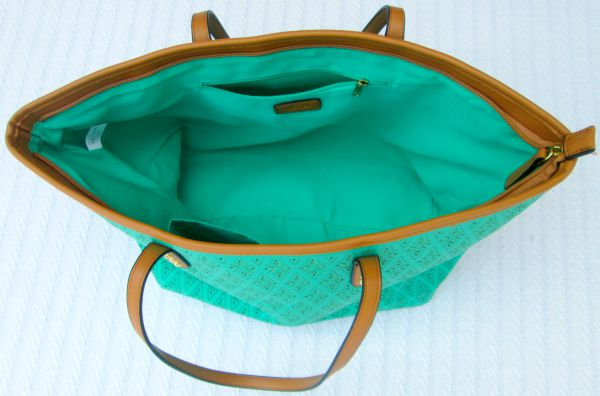How to pack a perfectly packed pumping bag for moms who pump at work by LaurasPlans.com