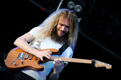 guthrie-govan-to-rock-india