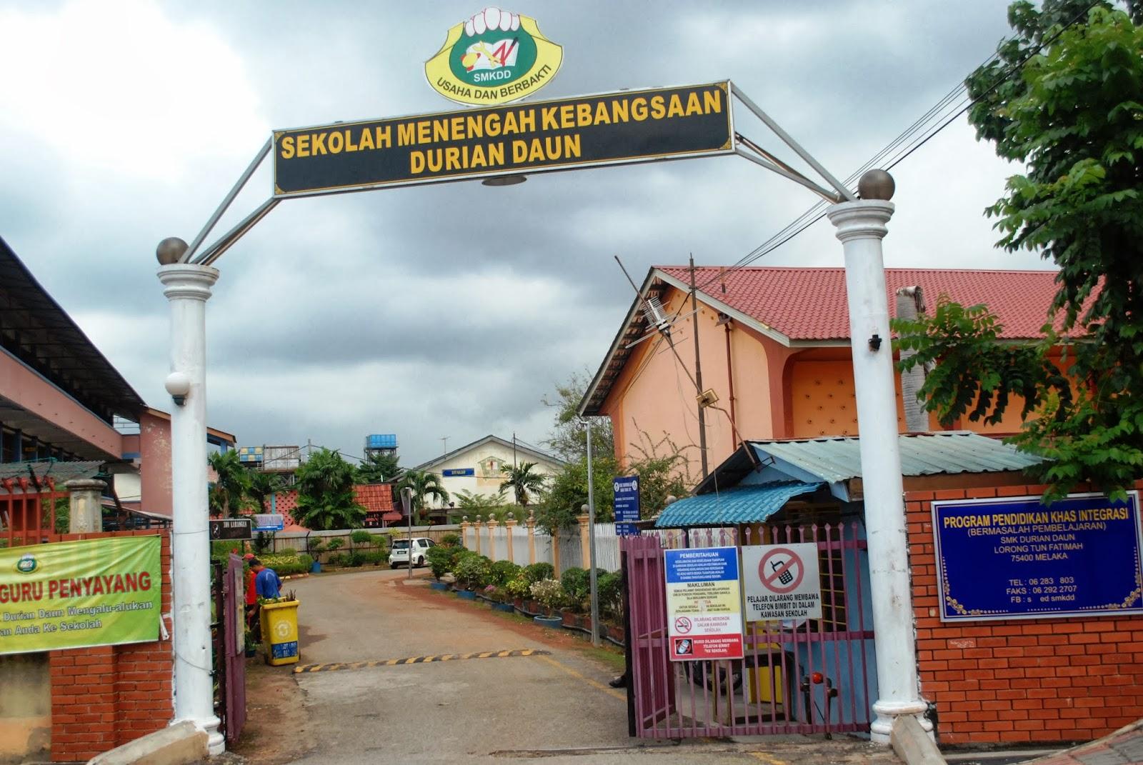 Sekolah Menengah Teknik Melaka Tengah Red Pastel C