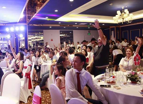 Hơn 500 khách hàng tới tham dự buổi lễ