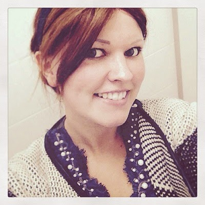 Ich habe Alopecia Areata, den kreisrunden Haarausfall. Auf diesem Bild trage ich eine Echthaarperücke.