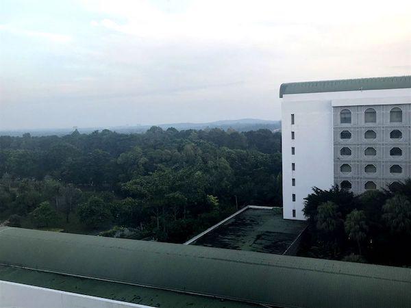 マレーシア最初の朝は、圧倒的な深緑の景色に圧倒される