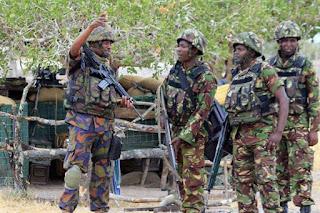 Kenyan army troops preparing for battle with al shabaab