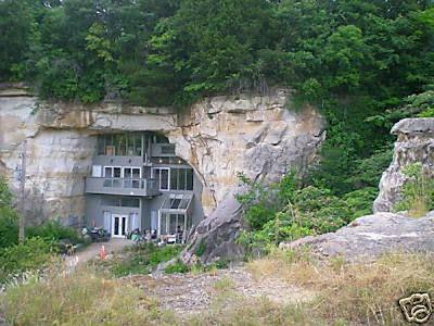 Ingeniosa casa en caverna o cueva