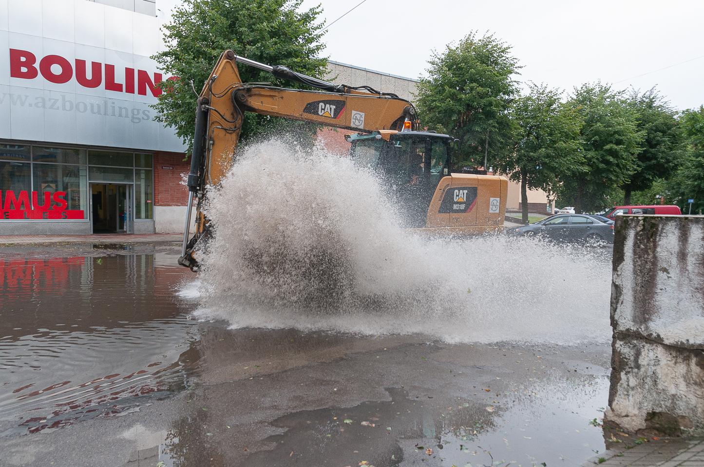 Lietus appludina Jelgavas ielas