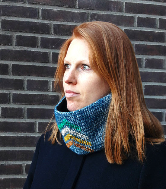 Crochet cowl, the insignia cowl | Happy in Red