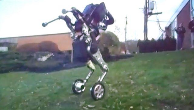 Video: Robot baru dari Boston Dynamics ini dapat Loncat, Berputar dan Menuruni bukit