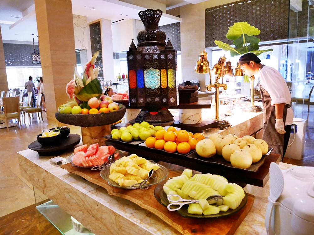 BUFFET HEAVEN AT THE MULIA RESORT & VILLAS NUSA DUA BALI