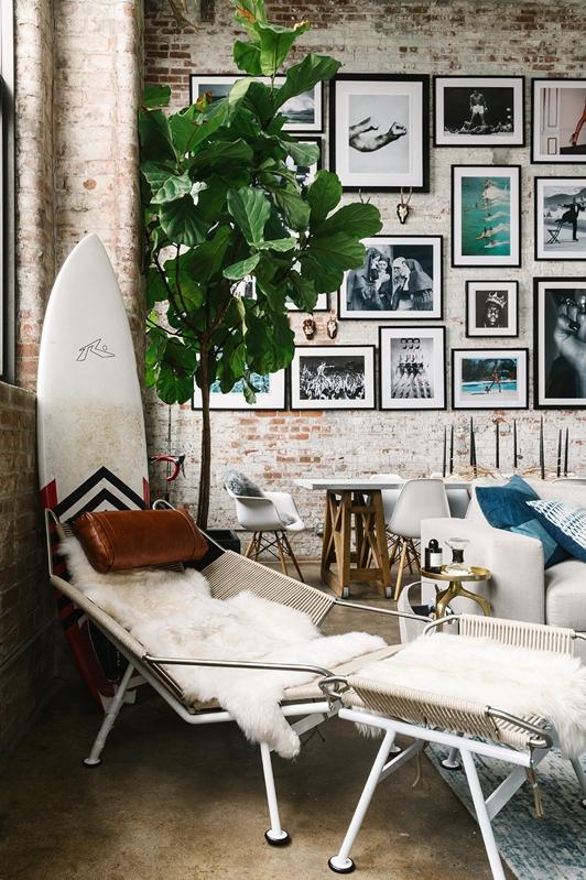 tumbona de playa en el salon de un loft